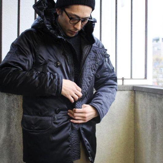 Os botões e bolsos deixam a jaqueta mais funcional