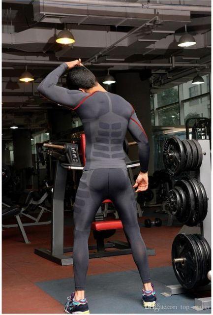 """Um """"uniforme"""" completo para usar durante os treinos na academia"""