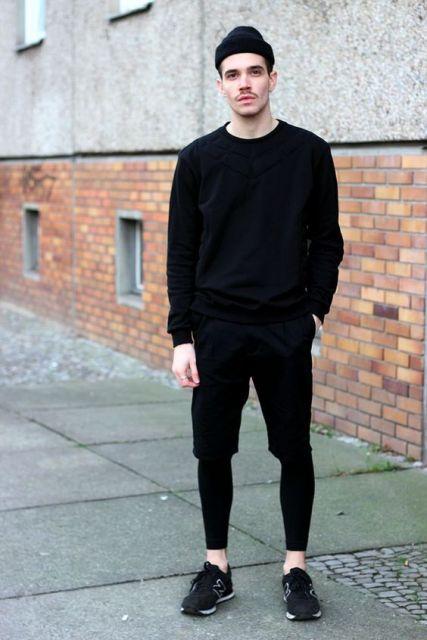Look street todo preto com a calça legging masculina