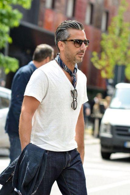 Homens de todas as idades podem aderir ao lenço masculino para ornamentar o visual