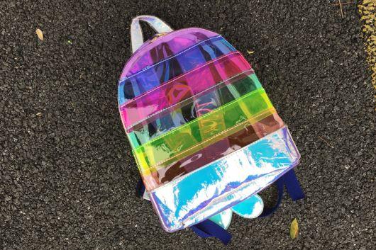mochila arco-íris