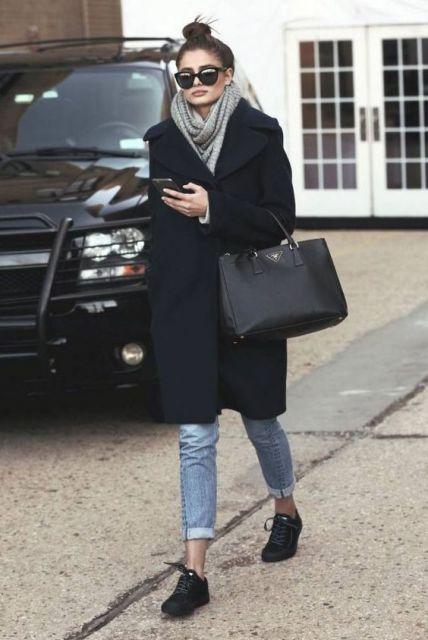 look calça jeans com tênis preto