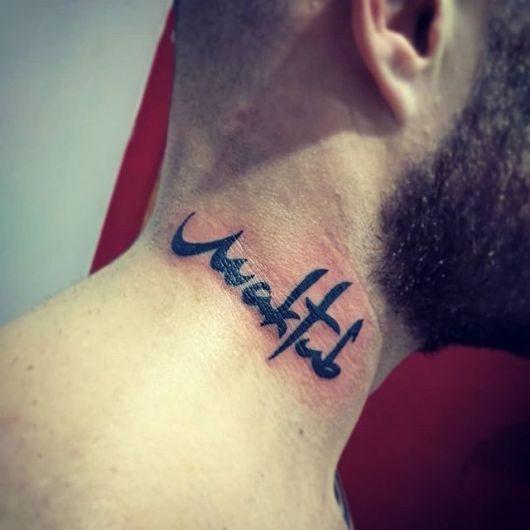 Você faria uma tatuagem no pescoço? De fato, é preciso ter coragem!