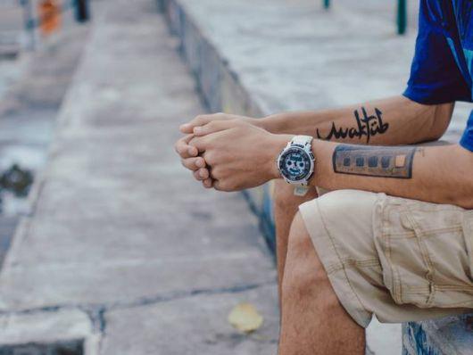 Que tal rabiscar uma tatuagem dessas no antebraço?