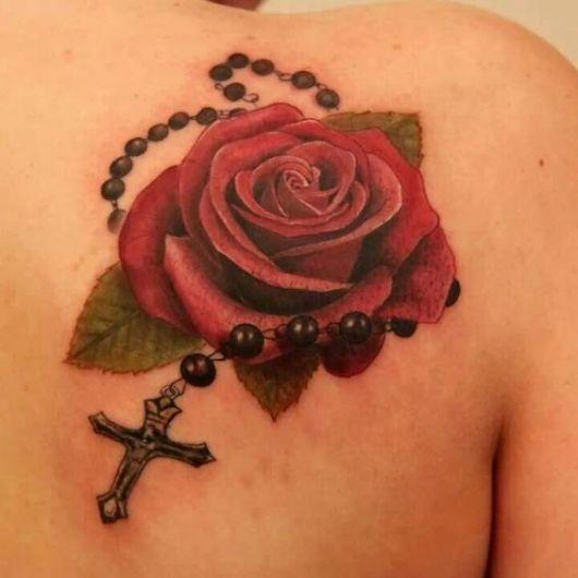tatuagem de terço com rosa
