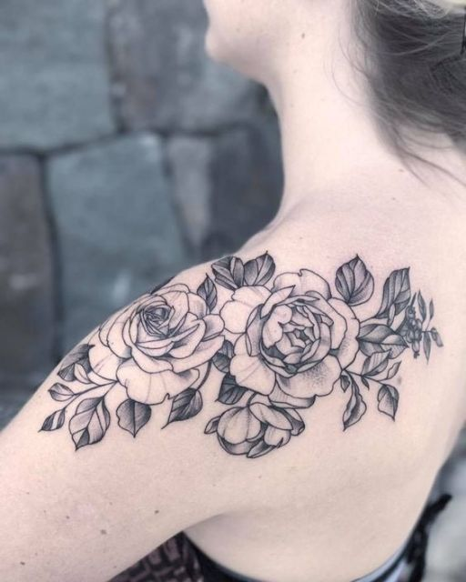 tatuagem de rosa sombreada