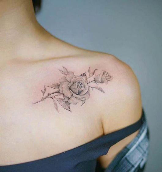 tatuagem delicada de rosa