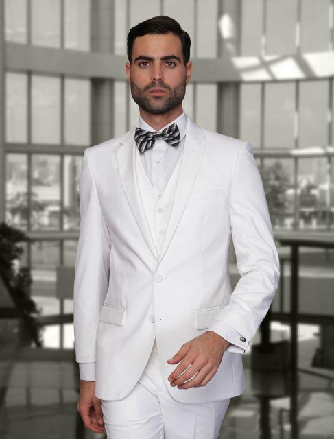 Nesse caso, a gravata borboleta listrada incrementa e traz originalidade ao look