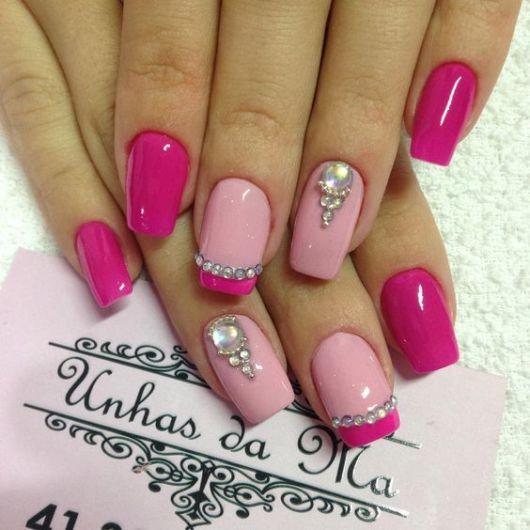 nail art com pedraria