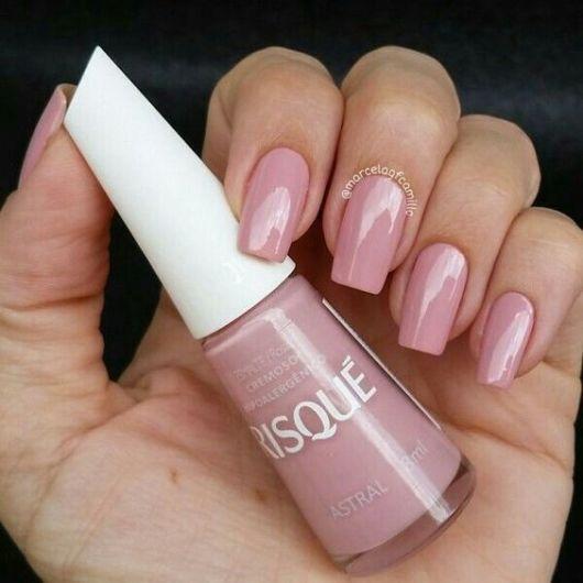 esmalte rosa claro risqué