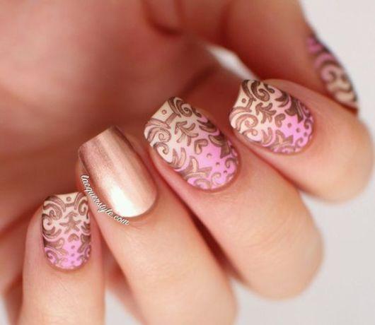 nail art dourada