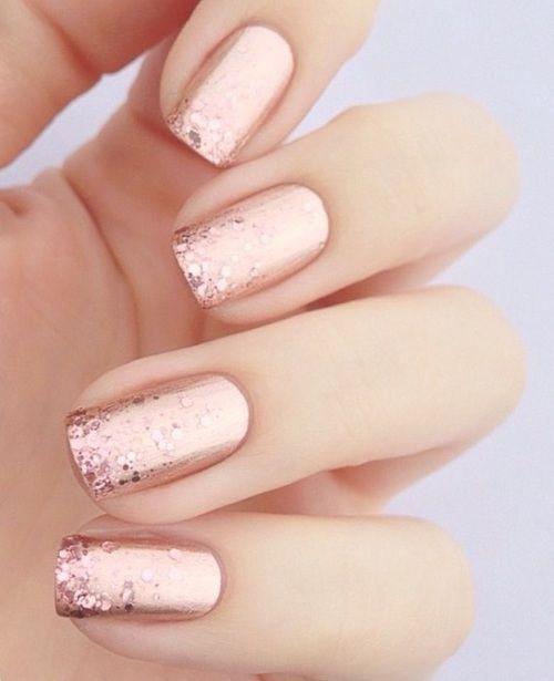 unha com glitter rosa