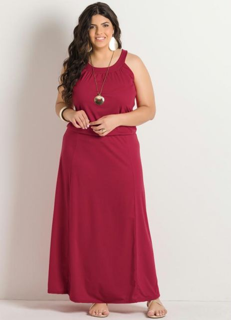 modelo usa vestido vermelho.
