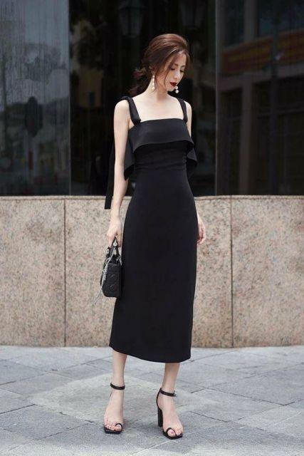 vestido preto com sandália