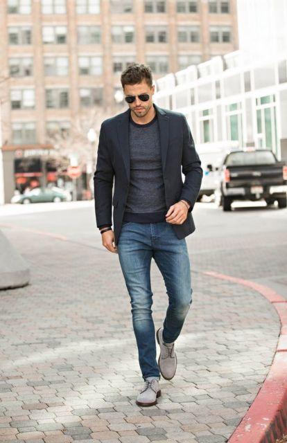 O blazer funciona perfeitamente como sobreposição a várias peças