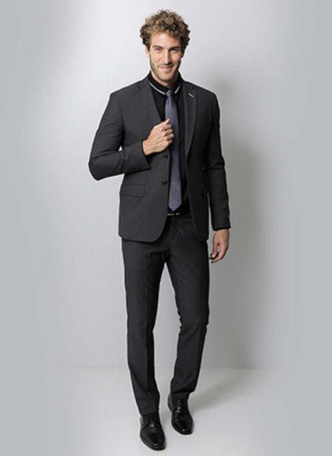 O look todo preto é perfeito para eventos sofisticados