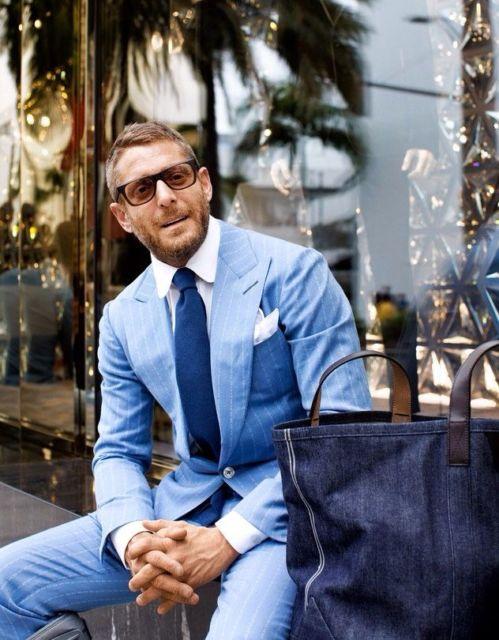 A junção de vários tons de azul incrementa o look