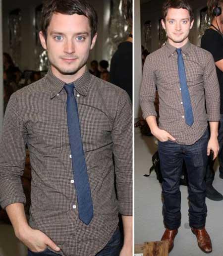 Gravata azul slim com camisa em cor sóbria
