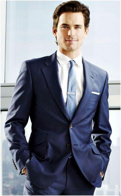 Gravata azul clara com prendedor