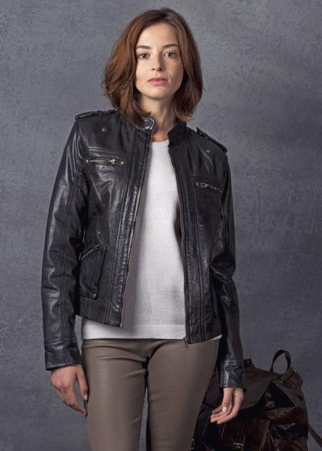 jaqueta aviador com calça marrom