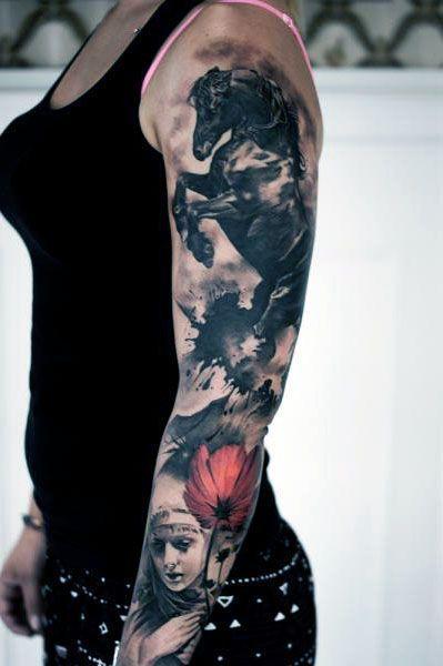 Tatuagem temática em todo o braço