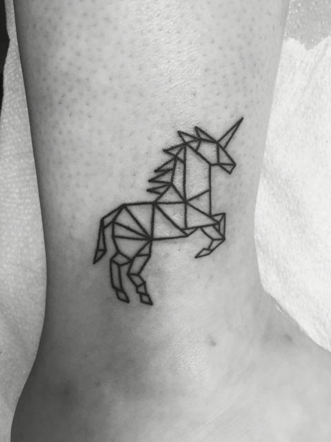 As tatuagens geométricas estão sempre em alta