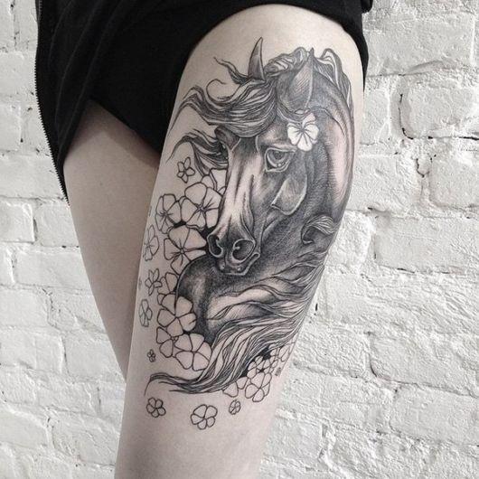 Versão feminina do cavalo com flores