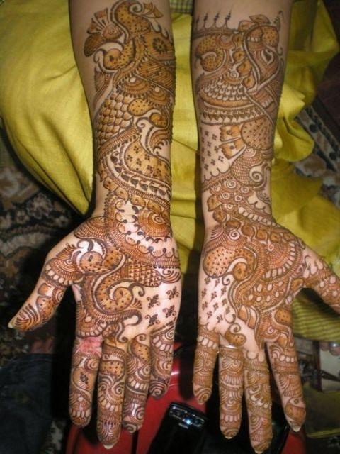 Tatuagem de henna em todo o braço