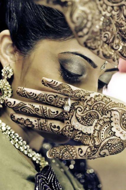 Todo o conceito indiano nessa tattoo de henna