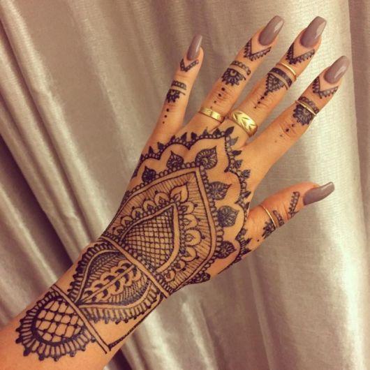 Tatuagem indiana que chama a atenção das moças