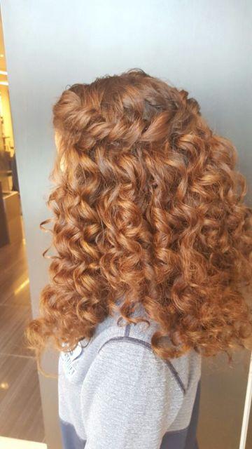 Trança cascata: em cabelo cacheado ruivo