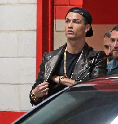 Cristiano Ronaldo também aderiu ao acessório elegante