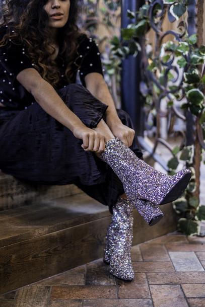 bota com glitter com saia longa