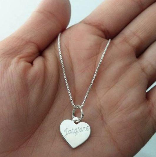 gargantilha de prata com pingente coração