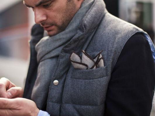 O lenço de bolso também pode compor looks mais casuais