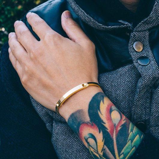 Veja como a pulseira de ouro masculina é perfeita para dar um up em seu visual