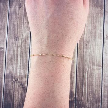Modelo de pulseira de ouro fininho para rapazes mais discretos