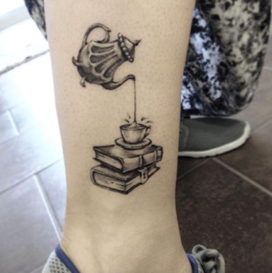 fotos de tatuagem de livros
