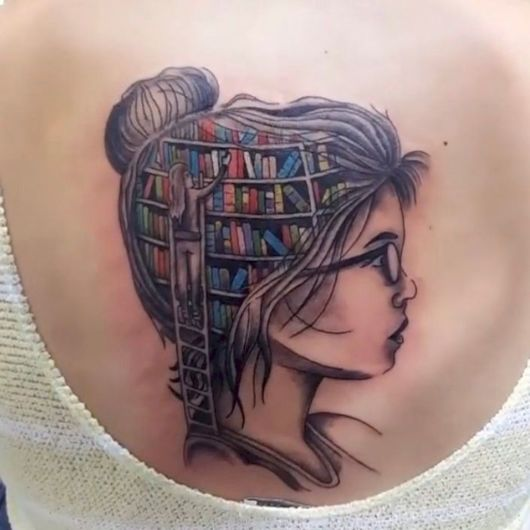 tatuagem de livros biblioteca