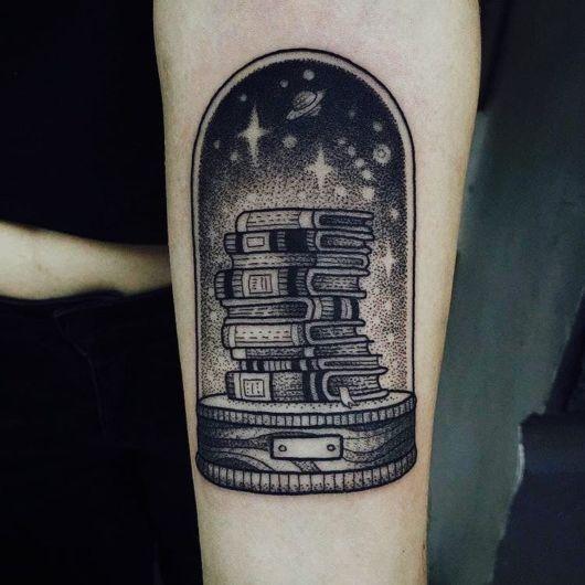 tatuagem de livros preta
