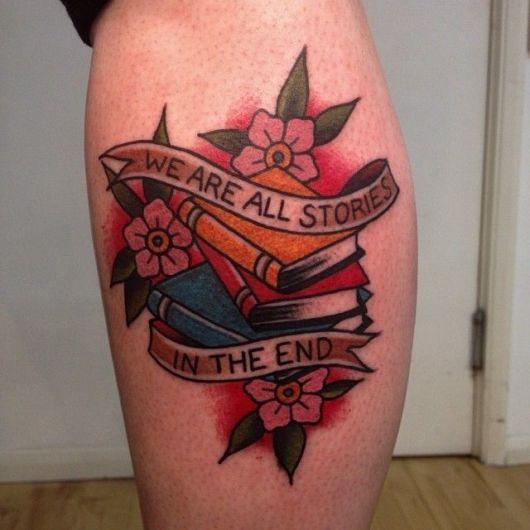 tatuagem de livros colorida