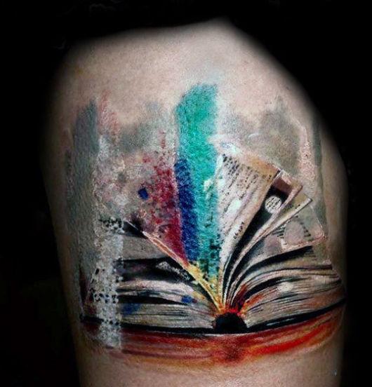 tatuagem de livros rabiscada