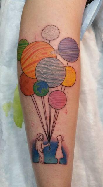 Planetas coloridos representando um lindo balão