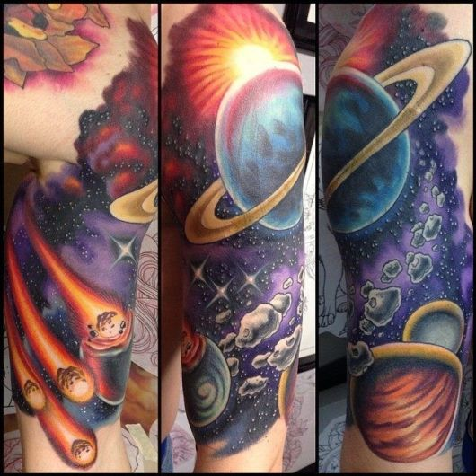As tatuagens podem unir tanto os planetas quanto o sol, cometas e demais elementos ligados ao céu