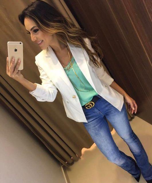 look calça jeans com cinto