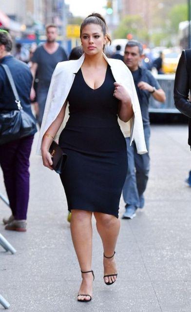look plus size com vestido e blazer