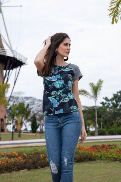 camiseta raglan feminina com calça azul