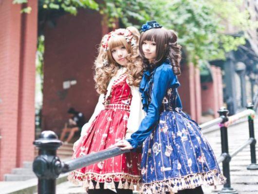 vestidos vermelho e azul no estilo kawaii