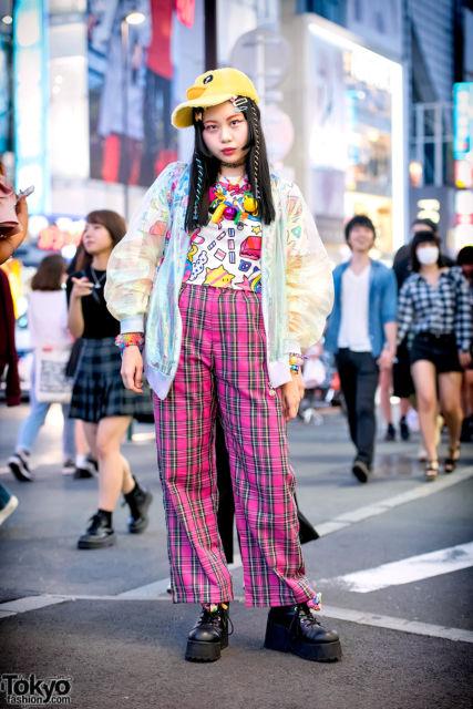 estilo kawaii com calça xadrez