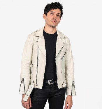 Jaqueta branca jeans cheia de detalhes no look all black